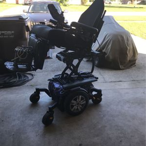 Quantum I-Level Power Wheelchair Elevate/PowerTilt for Sale in Haines City, FL