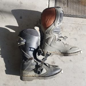 Thor size 6 dirt bike boots for Sale in Corona, CA