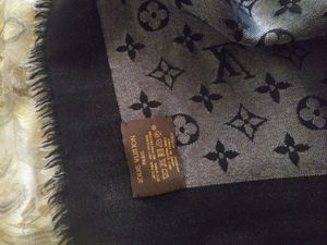 Authentic Louis Vuitton Scarf For Sale. Paid 1000 for it. Will take the best offer. for Sale in Las Vegas, NV