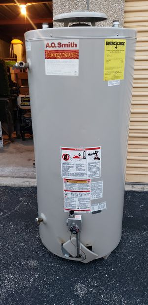 142 gallons Water heater (no work) for Sale in San Antonio, TX