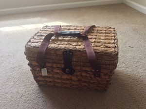 Picnic basket with insulated food compartment for Sale in Fort Rucker, AL