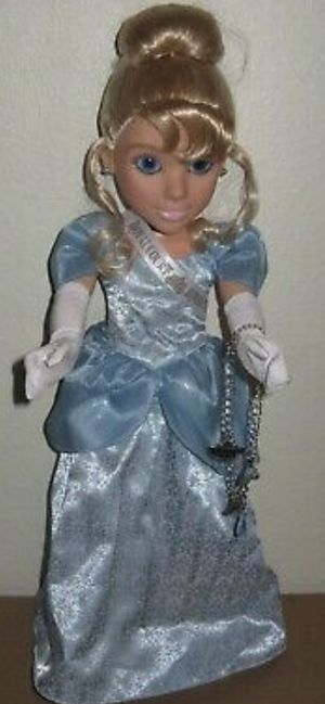 Disney Cruise Cinderella Royal Court Royal Tea doll 2010 for Sale in Las Vegas, NV