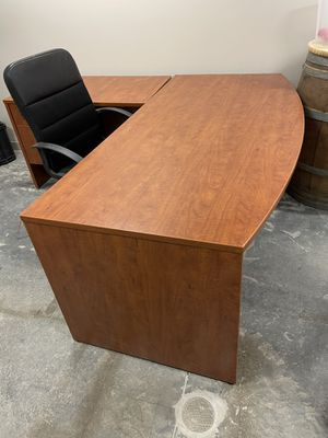 Office desk and accessories for sale. $500 for Sale in Scottsdale, AZ