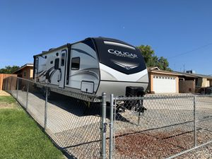 2020 keystone cougar camping trailer for Sale in Fresno, CA