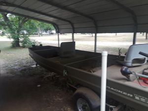 15 ft aluminum bass boat with 25 hp motor electric start with trolling motor and trailer for Sale in Marble Falls, TX