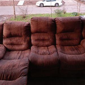 FREE Recliner Couch for Sale in Hillsboro, OR