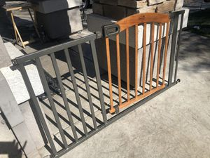 Gratis free pick up only Baby gate for Sale in Stockton, CA