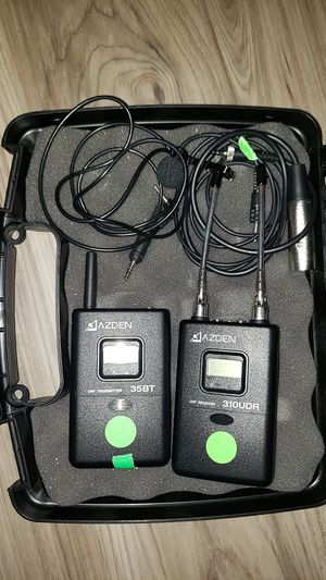 Azden wireless lavalier microphone like new for Sale in Chicago, IL