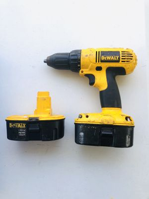 Dewalt 18v drill with 2 18 volt batteries perfect working condition for pickup message me for Sale in Aurora, CO