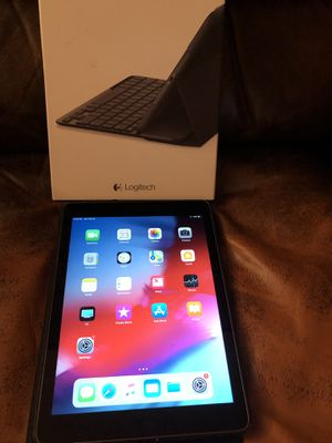 iPad Air with 2 cases and keyboard for Sale in Lake Ridge, VA