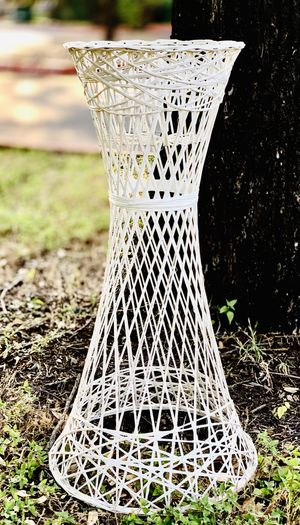 Vintage White Wicker Plant Stand Table Pot Holder Boho for Sale in Round Rock, TX
