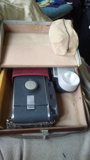 Polaroid vintage camera with case for Sale in Cardington, OH