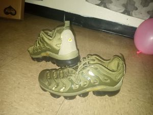 Nike vapor max olive green size 11 for Sale in Kansas City, MO