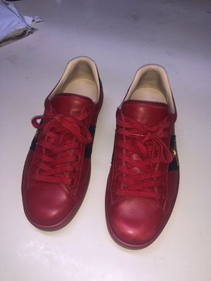 Red Gucci Ace Embroidered size 9.5 for Sale in Dinuba, CA