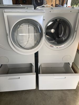 Bosch washer and gas dryer for Sale in Perris, CA