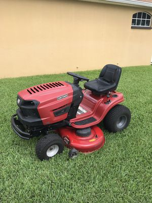 NEWER CRAFTSMAN LT1600 HYDROSTATIC TRACTOR 46 INCH RIDING LAWN MOWER for Sale in Leesburg, FL