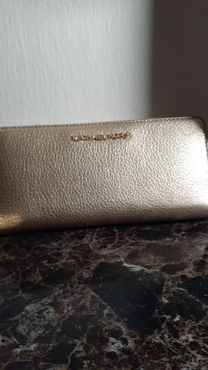 Michael Kors wallet for Sale in Silver Spring, MD