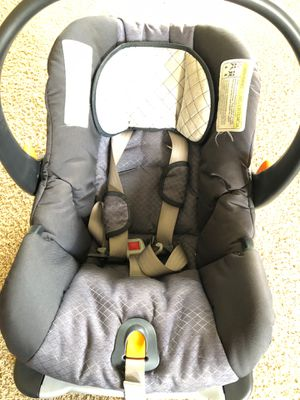 Chicco Keyfit 30 Infant Car seat with base and winter cover for Sale in Dublin, OH