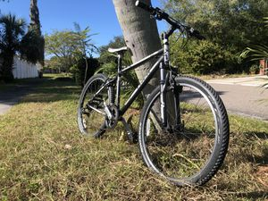 Trek 820 mountain bike for Sale in St. Petersburg, FL
