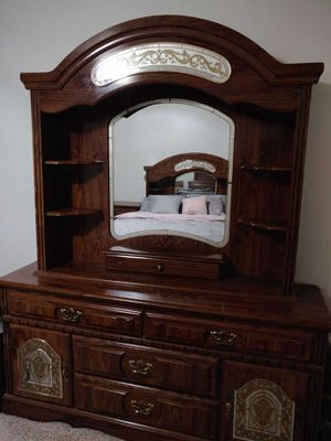 Real wood bedroom set for Sale in Loma Linda, CA