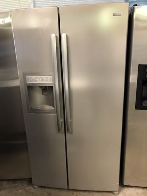 Like new Kenmore stainless steel refrigerator works great with warranty and delivery available for Sale in Manassas, VA