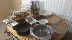 6 Pyrex, preferred press cookie press and hand mixer, 6glasses bowls, & more for Sale in Mebane, NC