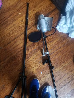 Blue studio mic and floor stand for Sale in Columbus, OH