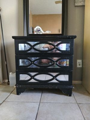 Mirrored dresser W wall mirror for Sale in Peoria, AZ