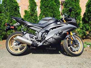 2014 YAMAHA YZF-R6(2,108) MILES for Sale in Shelton, CT