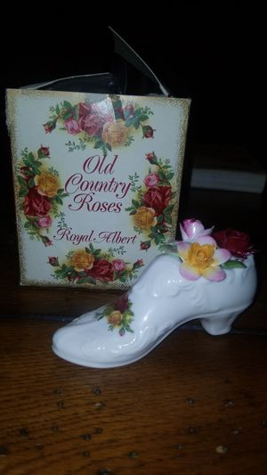 Old country roses floral slipper Royal Albert for Sale in Laveen Village, AZ