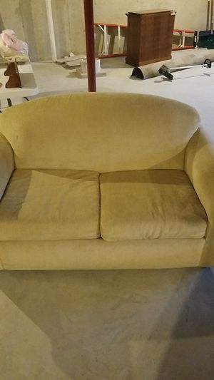 Love seat for Sale in Millersville, PA