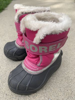 Toddler girl Snow Boots - size 8 for Sale in Lakewood, CA