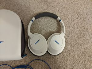 Bose Soundtrue wired headphones, white for Sale in Seattle, WA