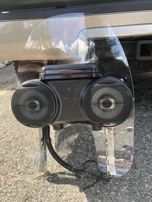 Harley Davidson windshield whit Radio for Sale in Silver Spring, MD