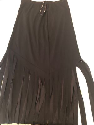 Xscape the fringe skirt size large for Sale in Clinton, MD