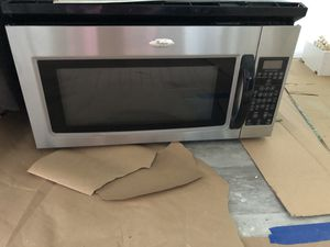 Whirlpool Stove, Refrigerator and Over the stove Microwave for Sale in Miami Gardens, FL