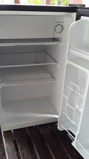 Hi Sense 3.3 cu ft. Mini fridge for Sale in Waipahu, HI