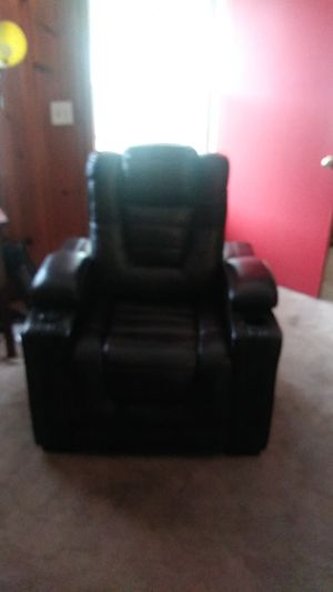 Complete living room set by Eric Church for Sale in Dublin, GA