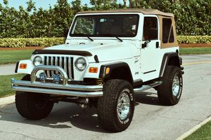 Wh1te P3arl 2001 Jeep Wrangler for Sale in Los Angeles, CA