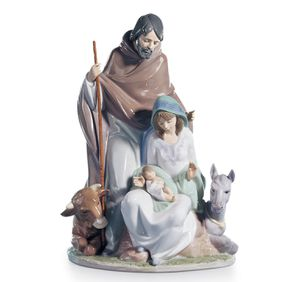 LLADRO JOYFUL EVENT NATIVITY FIGURINE. Designed & hand made in Spain, unique piece by lladro artist FRANCISCO CATALA. The holy family rest in the man for Sale in Baldwin, NY