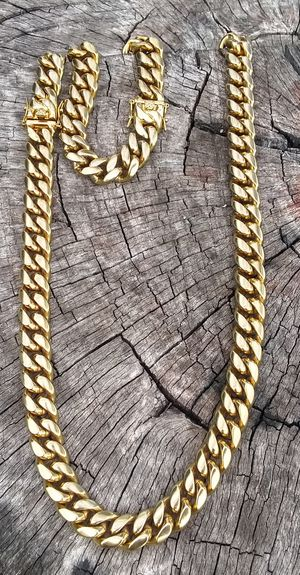 $140.....14k or 18k gold plated Cuban link chain and bracelet set.....Fast Shipping is available 🛫✈️🛬 or I deliver 🚗🏍️💭💭 for Sale in Fort Lauderdale, FL