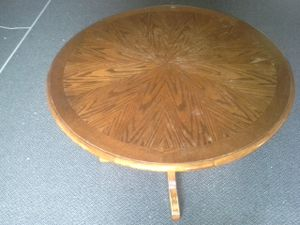 Round kitchen table for Sale in Columbus, MN