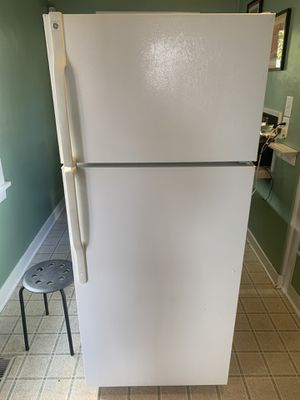 GE Refrigerator for Sale in Seattle, WA