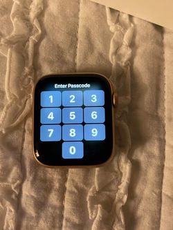 Apple Watch Series 4 Gold in 44mm for Sale in Aloha,  OR