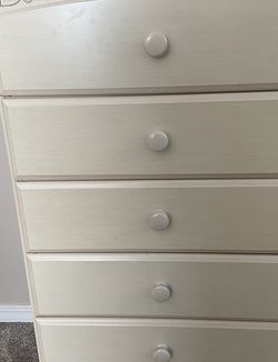 Dresser Excellent Condition for Sale in Rock Island,  IL