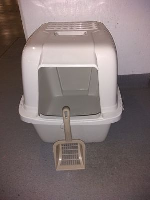 New Cat Litter Box with a Scoop for Sale in Alexandria, VA