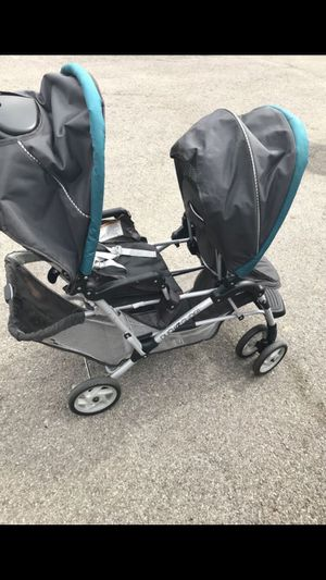 Double stroller ( IF NOT TRYING TO BUY TODAY PLEASE DO NOT CONTACT!! SERIOUS INQUIRIES ONLY!!!!) for Sale in Columbus, OH