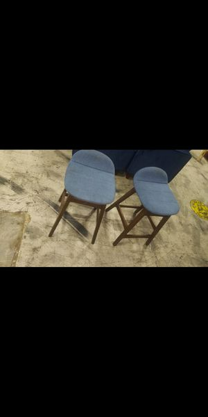 2 small stools for Sale in Miami, FL