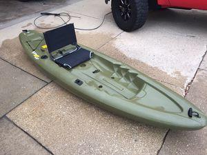 Lifetime Triton Angler 100 fishing kayak for Sale in Melrose Park, IL