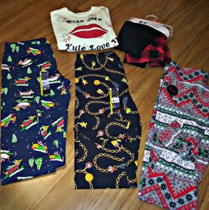 CLOTHES LOT !!!! SIZES MED-LARGE!!!! MUST BUY ALL!!!! $20 6 PIECES for Sale in Las Vegas, NV